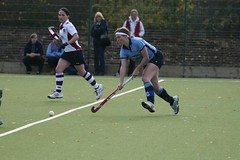 tackle(0.0), stick and ball games(1.0), sports(1.0), team sport(1.0), hockey(1.0), field hockey(1.0), player(1.0), ball game(1.0), tournament(1.0),
