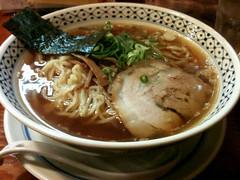 noodle(1.0), bãºn bã² huế(1.0), lamian(1.0), okinawa soba(1.0), noodle soup(1.0), kalguksu(1.0), food(1.0), dish(1.0), laksa(1.0), soup(1.0), cuisine(1.0), udon(1.0), soba(1.0),