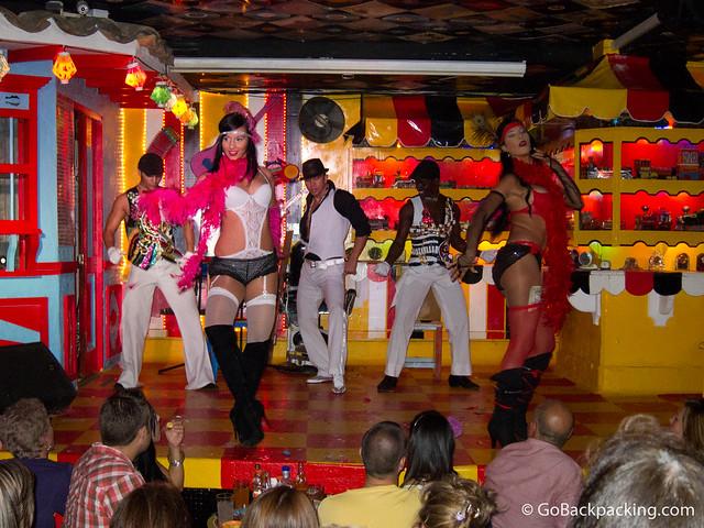 Dancers in Dulce Jesus Mio
