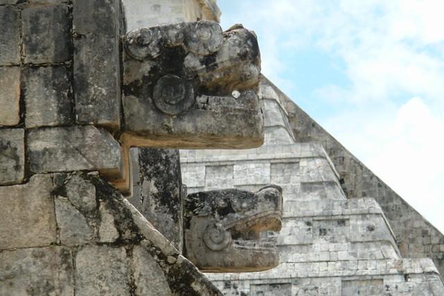 Templo de Tzompantli en Chichén-Itza Qué visitar en Yucatán en México - 5462090475 b9d83979af z - Qué visitar en Yucatán en México