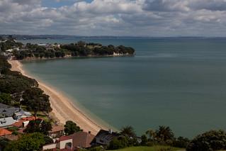 Изображение на Cheltenham Beach. newzealand sky cloud beach water sand bluesky auckland northhead devonport nzl aucklandcity aucklandregion northshorecity cheltehambeach