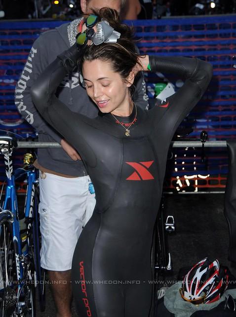 Eliza Dushku in skintight neoprene wetsuit 2   Flickr ...