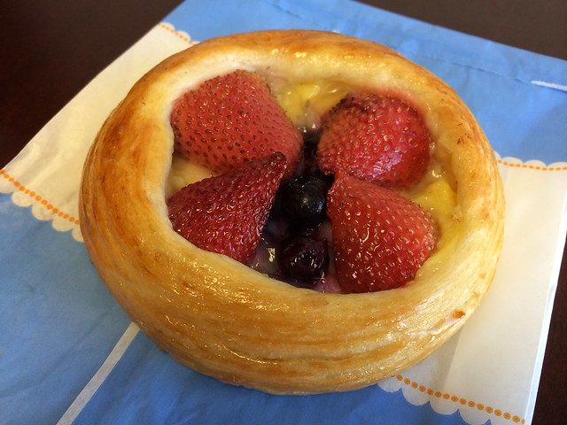 Fruit and cheese danish - La Boulange de Market