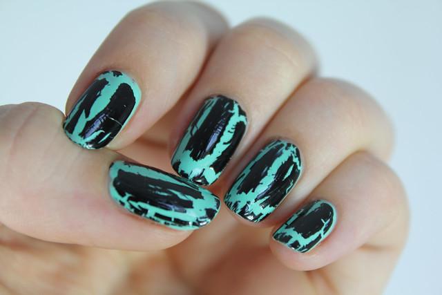 Black shatter nails
