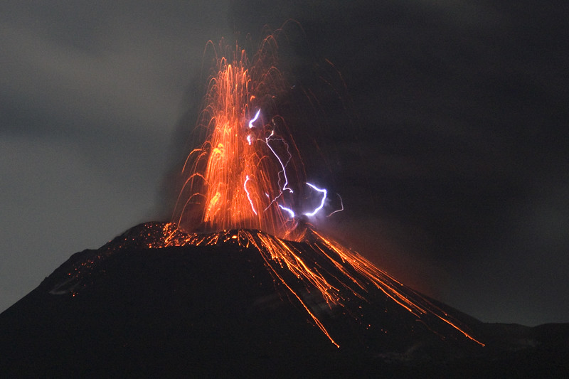 Eruption lightning