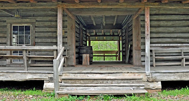 Grove hill al the 1830s mathews cabin at the clarke for Log cabin builders in alabama