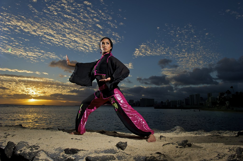 Anasma Wushu Sunset Waikiki photo by Joe Marquez costume by Sandralis Gines 005