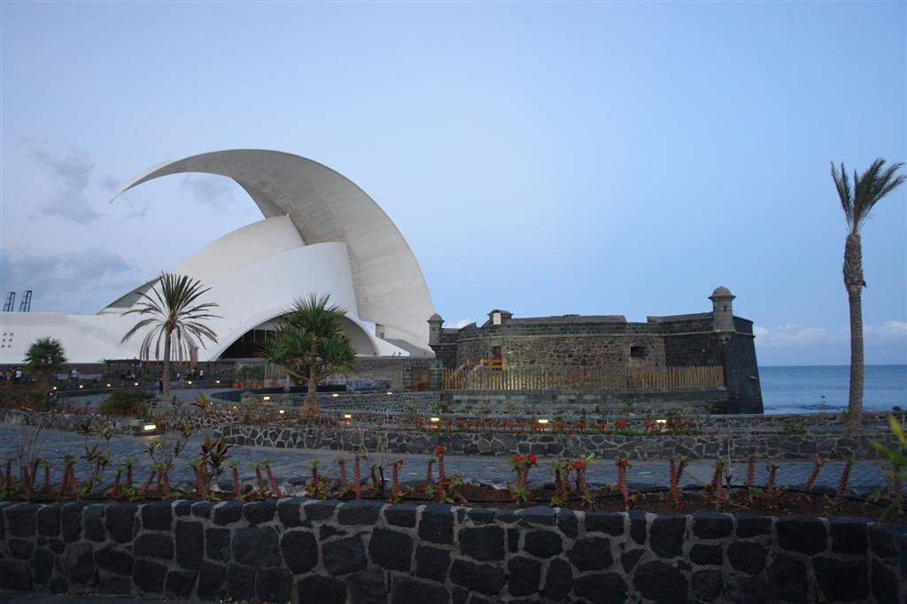 Qué hacer en Tenerife : Tenerife - Auditorium y Castillo de San Juan qué hacer en tenerife - 5433900597 d03fcdd572 b - Qué hacer en Tenerife para tener unas vacaciones completas