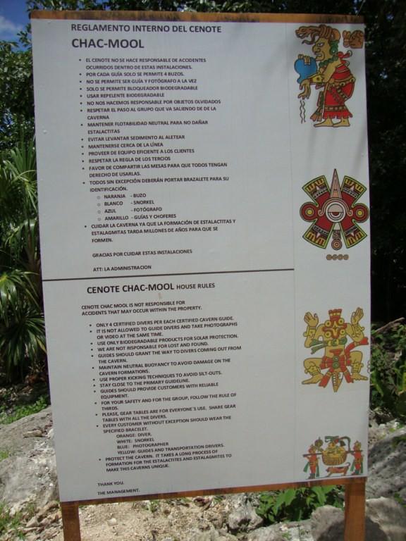 Cartel con las normal del cenote a la entrada de las grutas
