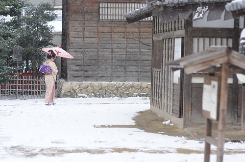 Toei Kyoto Studio Park - actress on the snowy streets of the Edo town by Jidaigeki Renaissance Project