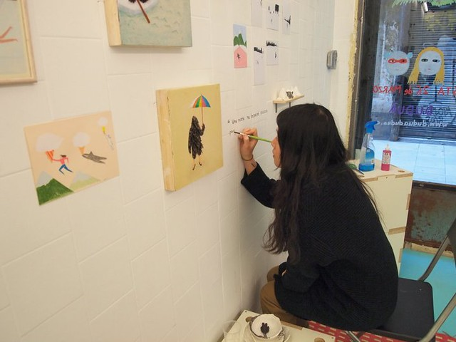 Miju setting up her show at Duduá