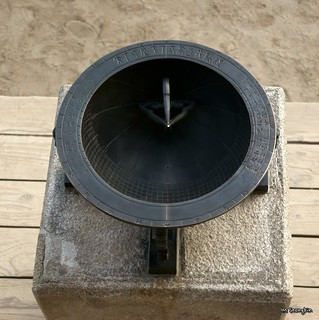 Immagine di Sundial. clock palace sundial gyeongbokgung 경복궁 시계 해시계 앙부일구 anbuilgu