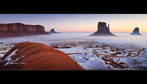 arizona usa snow fog sunrise landscape utah flickr fav50 fav20 dominique monumentvalley fav30 11mm 100iso 2011 fav10 fav40 fav60 canoneos7d 18secatf80 lens1116mm palombieri mayoznico mayozdom