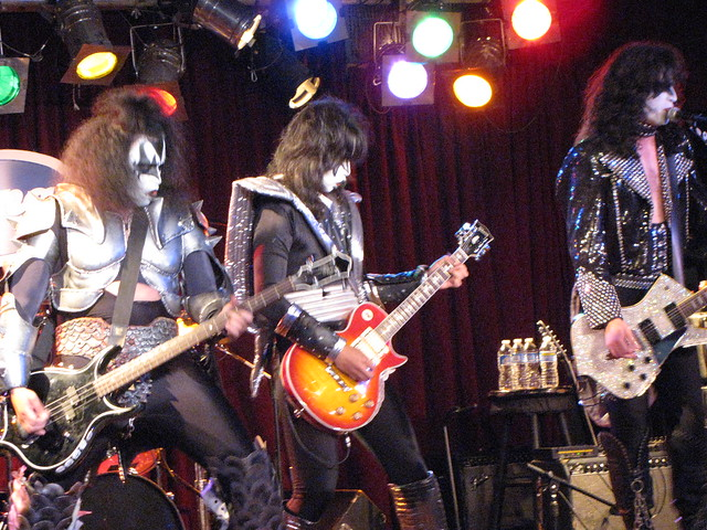 Remarkable, kiss midget cover band not despond!