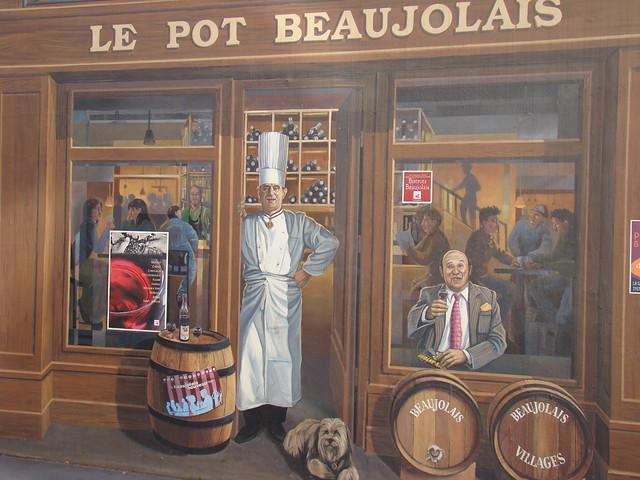 Lyon (France): La fresque des lyonnais, mur peint représentant des lyonnais les plus célèbres. Détail avec Paul Bocuse, le cuisinier et Frédéric Dard, l'écrivain.  The fresco of the inhabitants of Lyon, the painted wall representing the most famous inhabi
