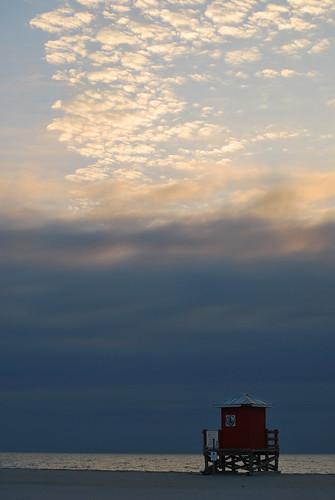 ocean life sunset sea sky cloud sun house beach bay gulf florida guard lifeguard clearwater