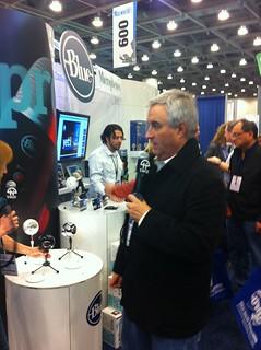 Leo Laporte checks out the Blue Microphones