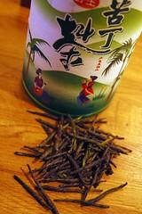 flower(0.0), darjeeling tea(0.0), tea(0.0), da hong pao(0.0), herb(0.0), drink(0.0), leaf(1.0),