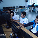 Estudiantes en una escuela de Peru probando el nuevo sistema de estaciones Linux Userful Multiseat.