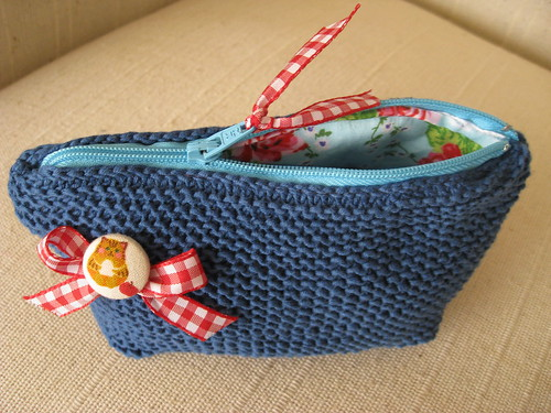 knit zipper pouch :))