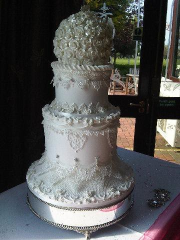 Vintage wedding cake made in royal icing by kim of kc wedding cakes who