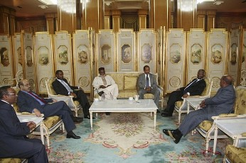 Sudan President Omar Hassan al-Bashir (R) speaks with African leaders during the Africa Panel high-level talks in Addis Ababa June 12, 2011. The president agreed to pull troops out of the disputed Abyei border region before the south secedes. by Pan-African News Wire File Photos