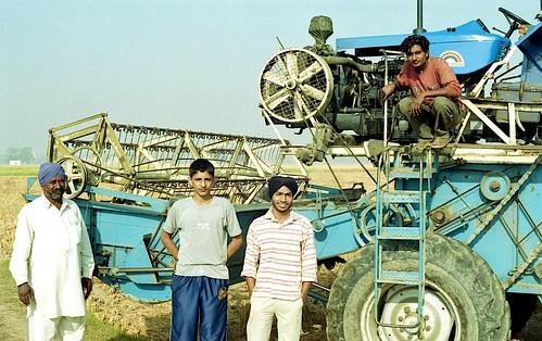india streets color film 50mm fan fuji f14 olympus 100 punjab expired zuiko gc harvester punjabi combineharvester fujireala100 om1n filmisnotdead