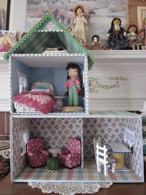 Как из картонной коробки сделать кукольный домик