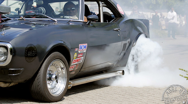 Pontiac Firebird '68 burn-out