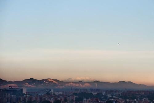 city mountains sunrise airplane dawn colombia bogota photographer snowy ciudad amanecer avion montañas fotografo nevados juanfeliperubio sicoactiva