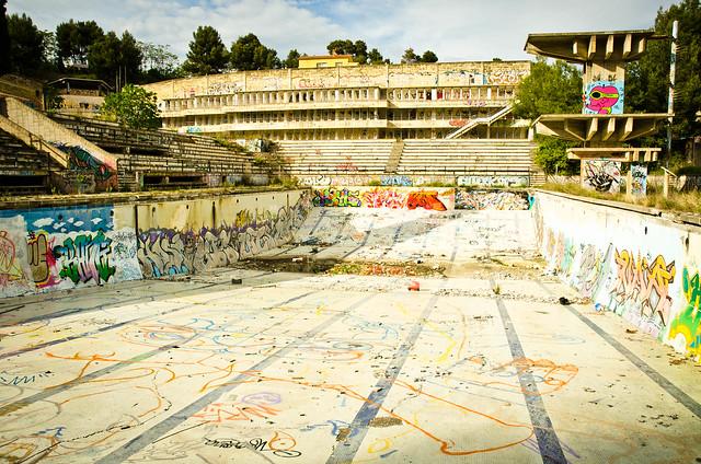 Piscina abandonada bokeh for Piscina olimpica barcelona
