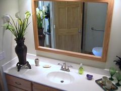 The Green Heron Room's ensuite bathroom