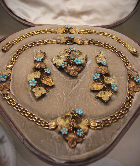 Coloured-gold and turquoise brooch necklace, earrings, and bracelet of vines and forget-me-nots, English, 1837-46