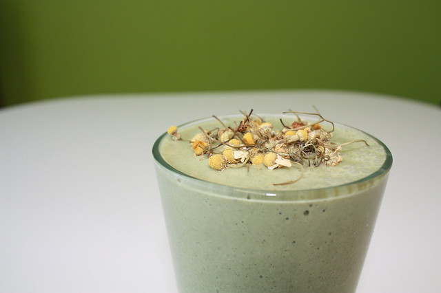 Banana Chamomile Smoothie | Garnished with romantic and edib ...