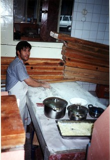 Зображення Pergamon поблизу Bergama. 2001 trip turkey geotagged pizza pots pergamon bergama pide geo:lat=39122485 geo:lon=27181048