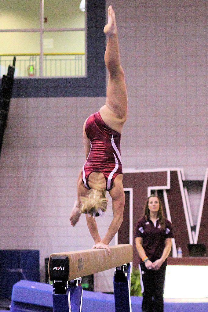 foto How to Stick a Balance Beam Routine