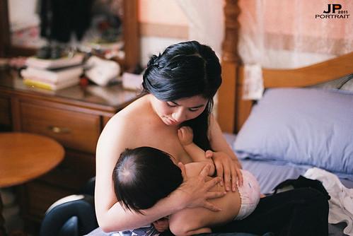 Cho con bú sẽ giúp các bà mẹ mới sinh tránh thai