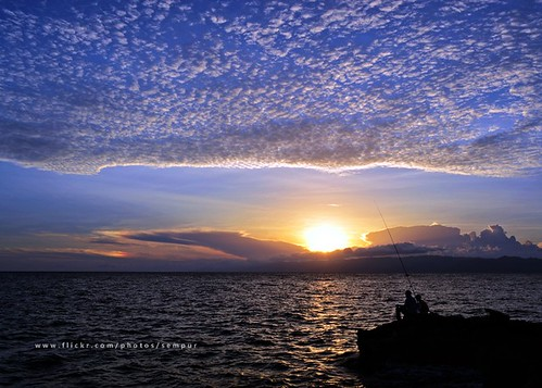sunset sea beach silhouette indonesia coast fishing afternoon gulf northsulawesi sulawesi celebes gorontalo justclouds colorphotoaward northcelebes