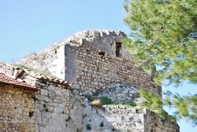 Orgon bouches du rh ne ruines de la chapelle st v ran for Bouches du rhone 13