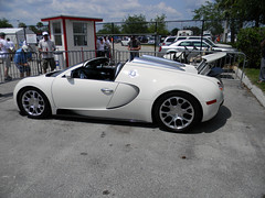 automobile(1.0), bugatti(1.0), vehicle(1.0), automotive design(1.0), bugatti veyron(1.0), land vehicle(1.0), supercar(1.0), sports car(1.0),