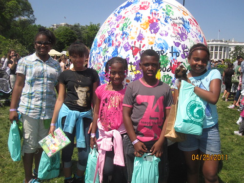 Buddy Bison with students at 2011 White House Easter Egg Roll