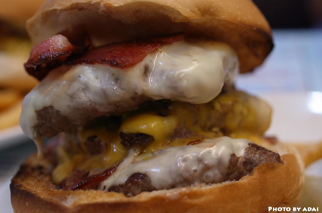 2011.5.22 台中-3Mins 美式餐廳 三層牛肉堡