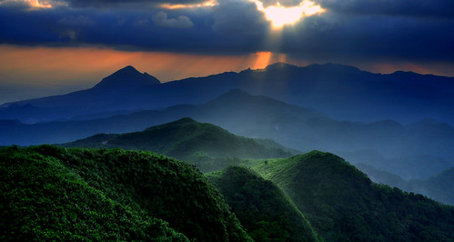 五分山.雲隙晨光.Morning Light....(explored)