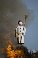 Böögg burning in Zurich by Denis De Mesmaeker on Flickr