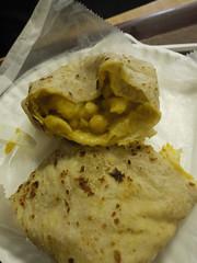 土, 2011-04-09 13:13 - Glenda's Restaurant ジャガイモとひよこ豆のロティ