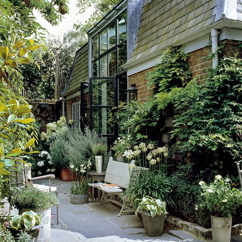 Binny & Graham Hudson / Christop Drake via Mixr {patio / garden}