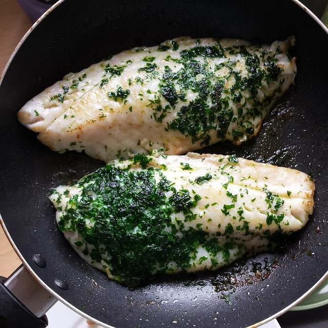 Pan-fried red snapper with butter and parsley sauce| canuckcuisine.com