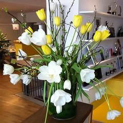 retail-store(0.0), art(1.0), flower arranging(1.0), cut flowers(1.0), flower(1.0), yellow(1.0), artificial flower(1.0), floral design(1.0), plant(1.0), centrepiece(1.0), flower bouquet(1.0), floristry(1.0), ikebana(1.0),