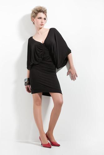 Palpable Grace Modaljersey – Nicole P. Photo I.Diederich devant noir Apperal Sayang Textiles  Design de Mode