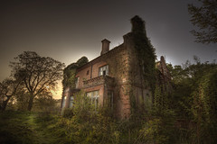 abandoned manor house be